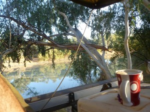 Barcoo River campsite early morning coffee2