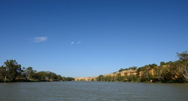 The soaring cliffs of the Murray River